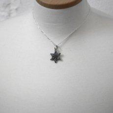 雪の結晶のペンダント067