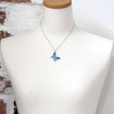 ブルーのグラデーションが美しい蝶のペンダント028(シルバー)