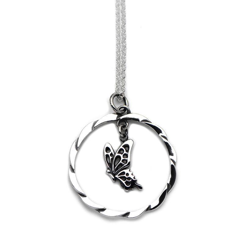 羽ばたくアゲハ蝶とサークルのシルバーペンダント107【Ageha アゲハ】